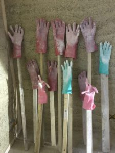 Helpende handjes van drogende handschoenen